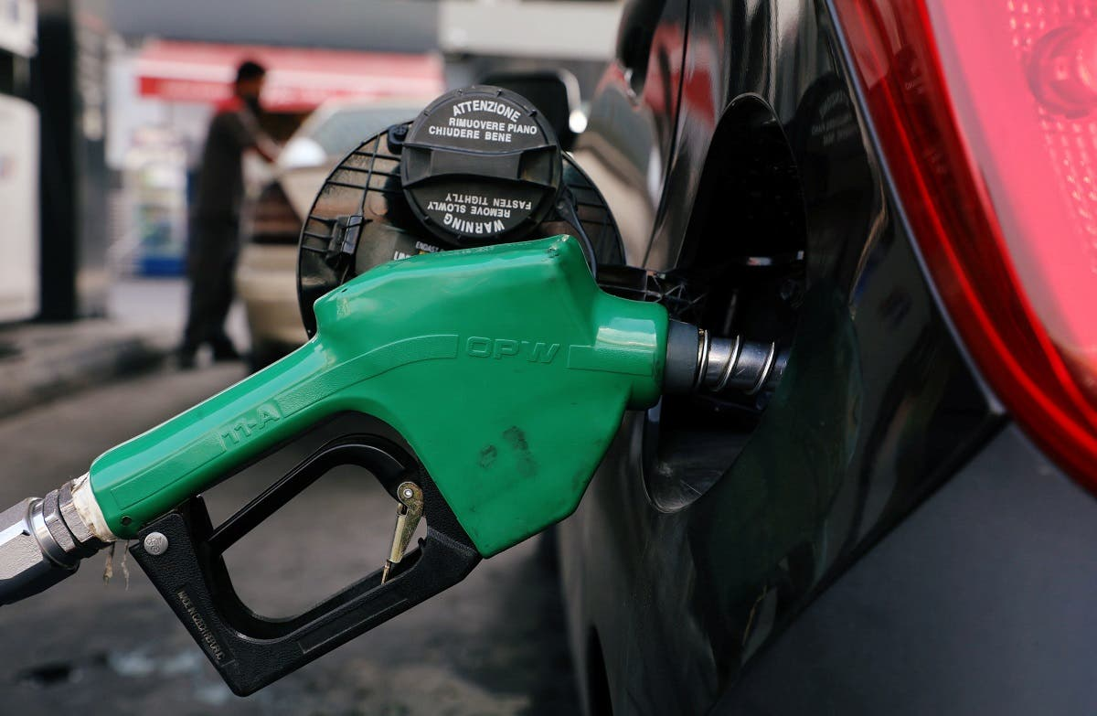 A car is being filled with fuel at a gas station in Beirut, Lebanon October 7, 2020. (Reuters/Mohamed Azakir)