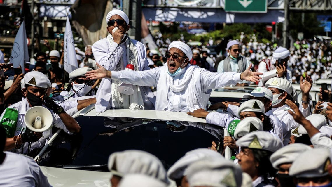 Muslim cleric Rizieq Shihab (C), leader of the Indonesian hardline organisation FPI (Front Pembela Islam or Islamic Defenders Front), gestures to supporters as he arrives to inaugurate a mosque in Bogor on November 13, 2020. (AFP)