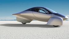 """في تحدٍّ لـ """"تسلا"""".. أول سيارة كهربائية لا تحتاج إلى شحن"""