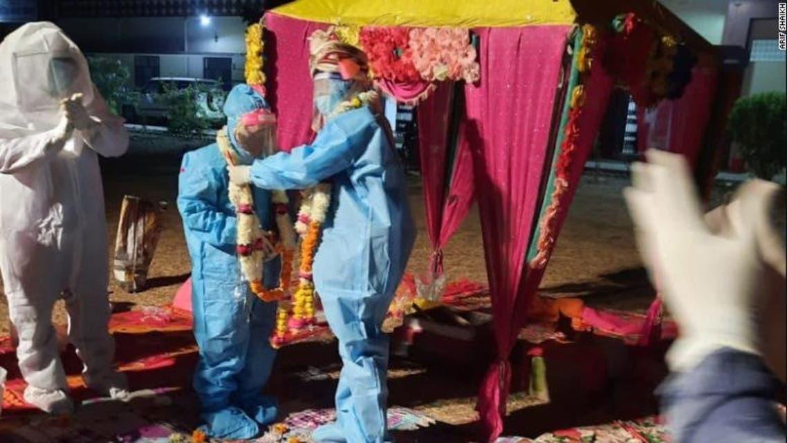 زوج هندی مراسم عروسیشان را در مرکز کووید19 برگزار کردند