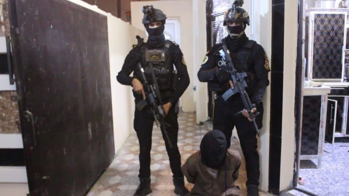 Iraq's Counter-Terrorism Service make an arrest. (Military spokesman Brigadier General Yahya Rasool via Twitter)