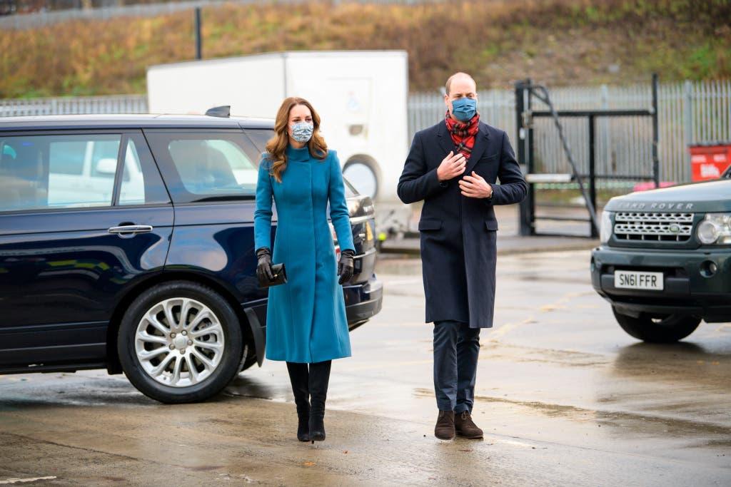 كايت بمعطفها الأزرق من كاثرين والكر