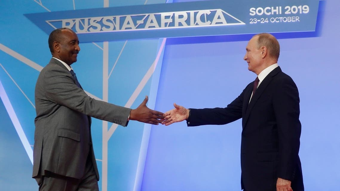 Russian President Vladimir Putin shakes hands with Chairman of the Sovereignty Council of Sudan Abdel Fattah al-Burhan. (File photo: Reuters)