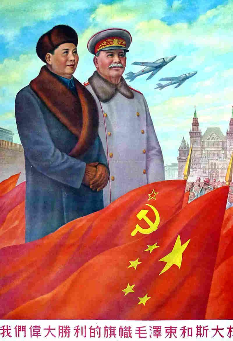 صورة دعائية تجمع بين ماو تسي تونغ وجوزيف ستالين