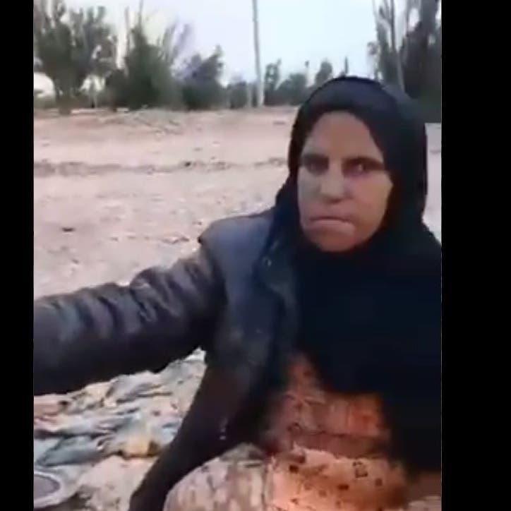 """فيديو يفضح.. عائلات إيرانية تطهو """"البرسيم"""" وسط البلاد"""