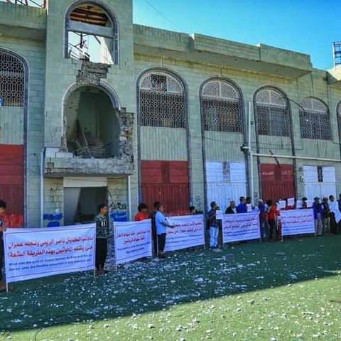 """احتجاج شعبي على الجرائم بتعز.. ومطالب بتصنيف """"الحوثي"""" إرهابية"""