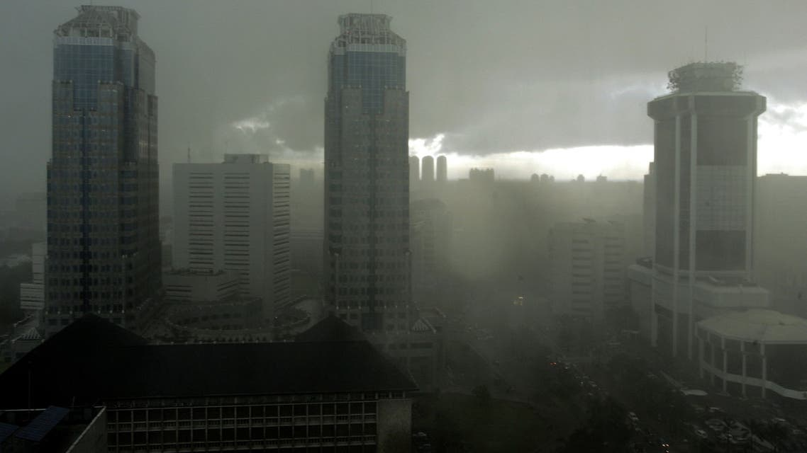 Low clouds obscure the Jakarta's skyline during a heavy rain April 11, 2006. (Reuters)