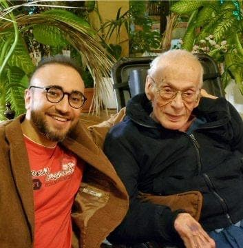 Former Lebanese Prime Minister Salim al-Hoss and his grandson pose together in photo to deny his death rumors. (Photo circulated on WhatsApp)