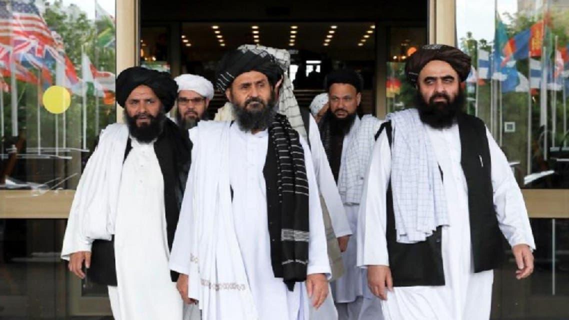 ميير خان متقي المشرف على مجلة الصمود برفقة ملا برادر نائب زعيم حركة طالبان للشؤون السياسية