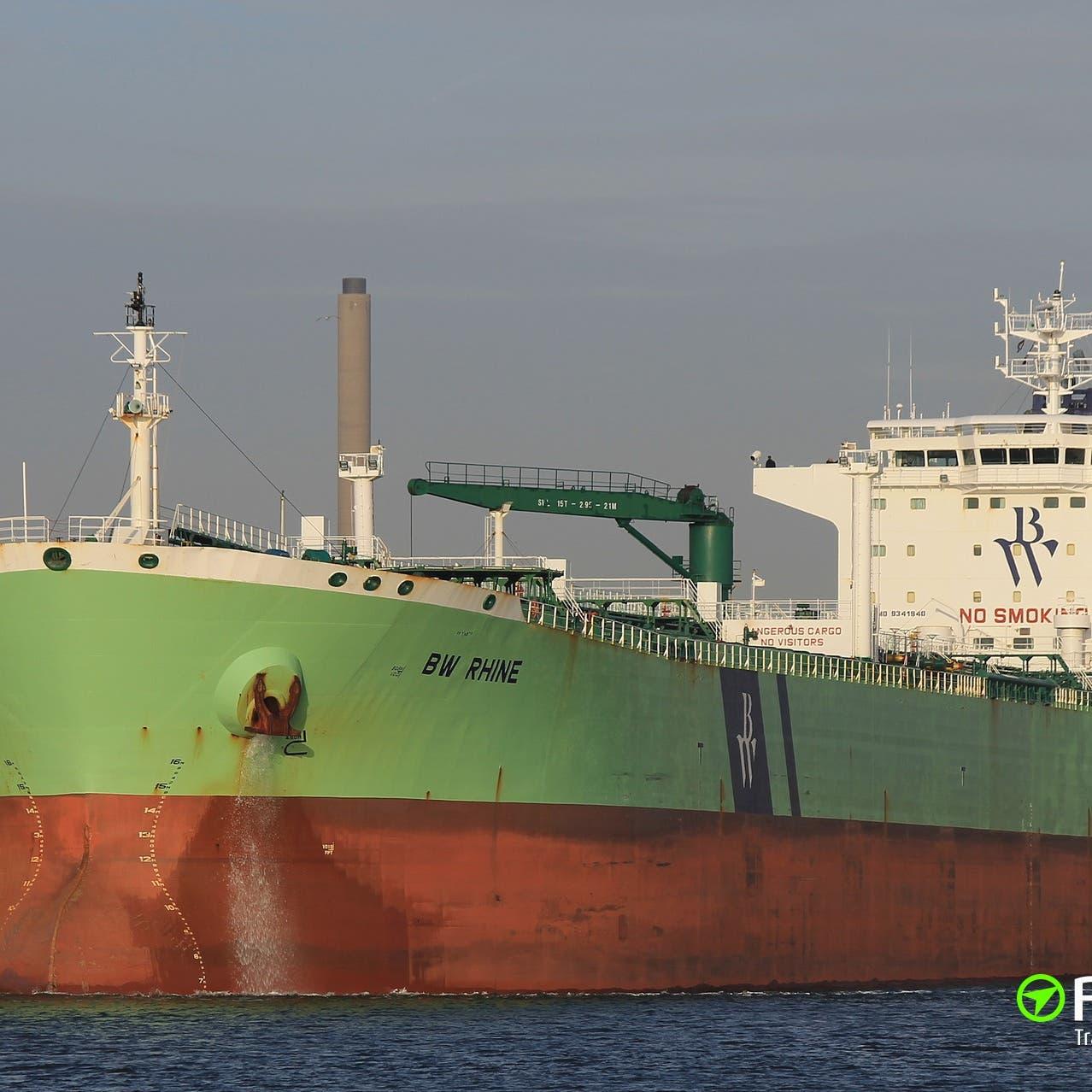 """شركة نفطية تعلن تعرض ناقلتها """"لضربة"""" قبالة ميناء جدة"""