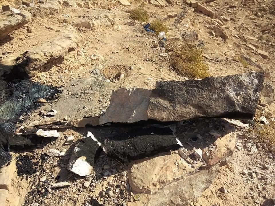 صخرة عراعر بعد تحطيم جزء منها