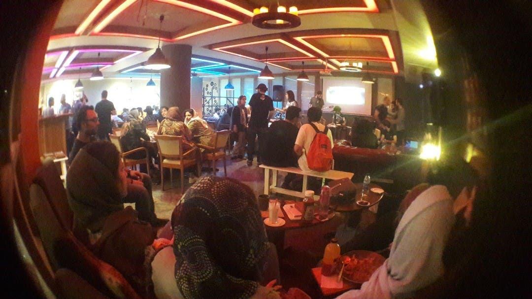 A busy Tech Cafe. (Elahe Hosseini)