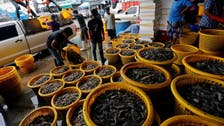 Coronavirus: Thailand clamps down on virus outbreak at seafood market