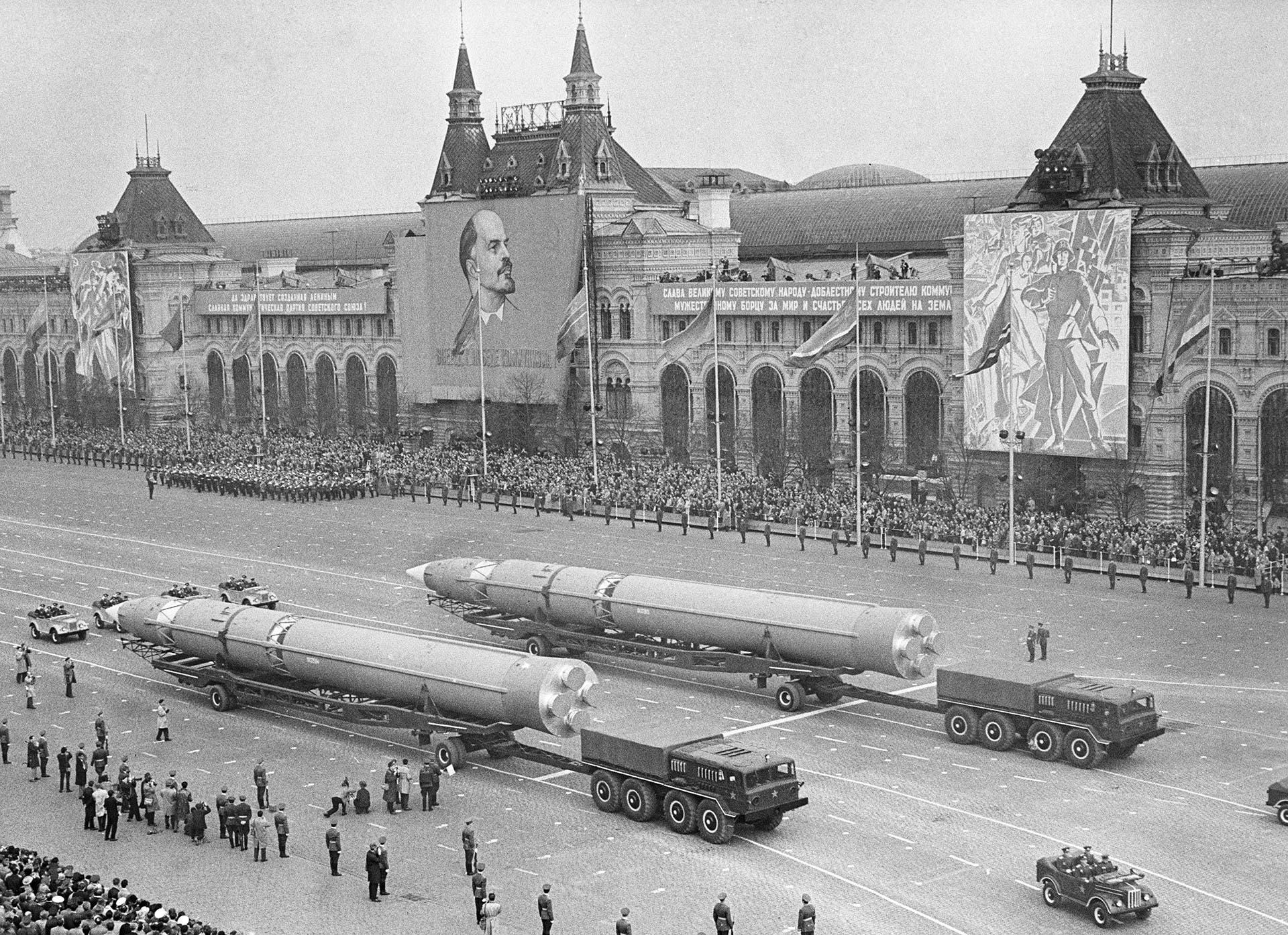 صورة لصواريخ سوفيتية عملاقة