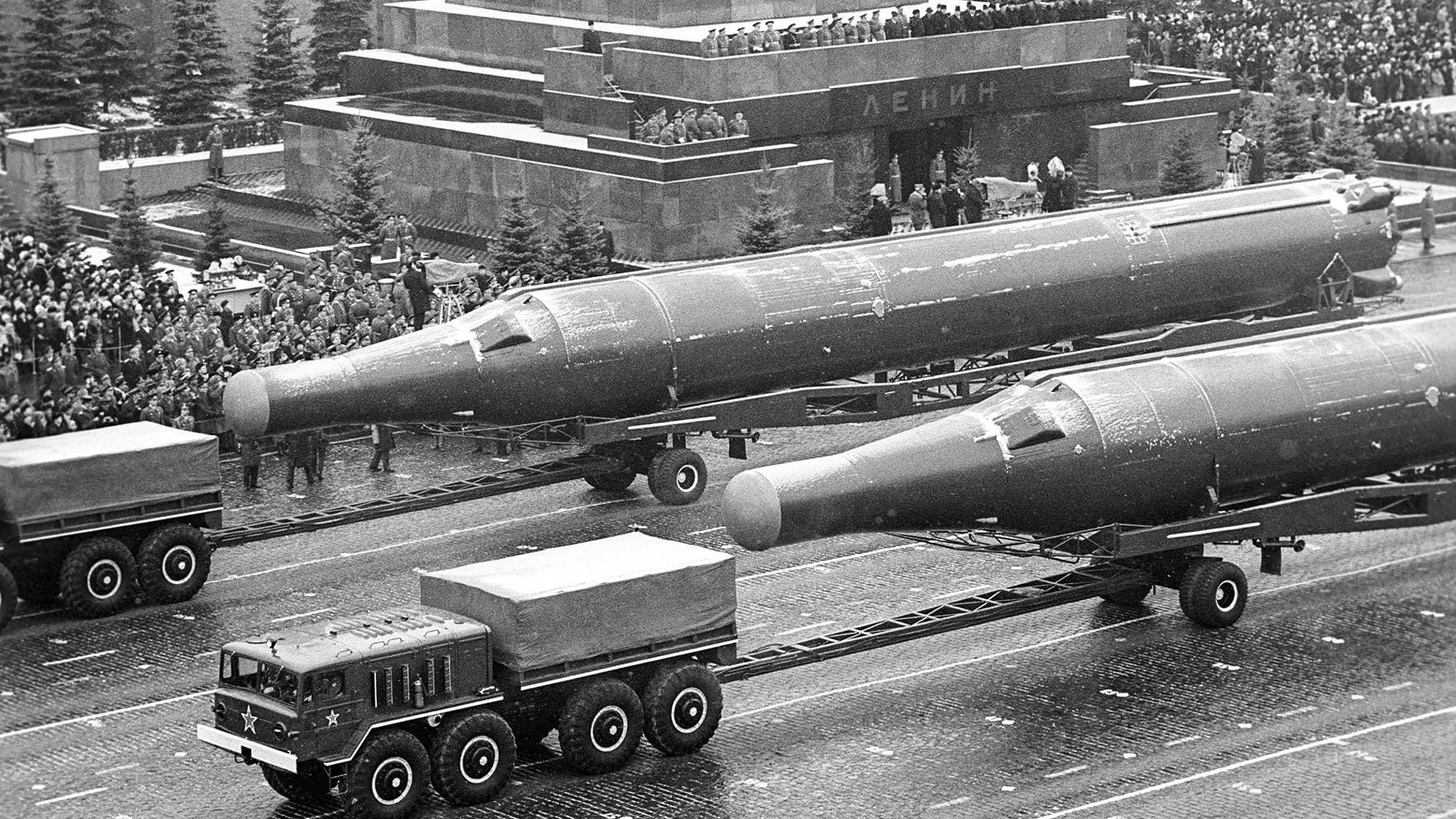 صورة لعدد من الصواريخ السوفيتية العملاقة بالقرن الماضي