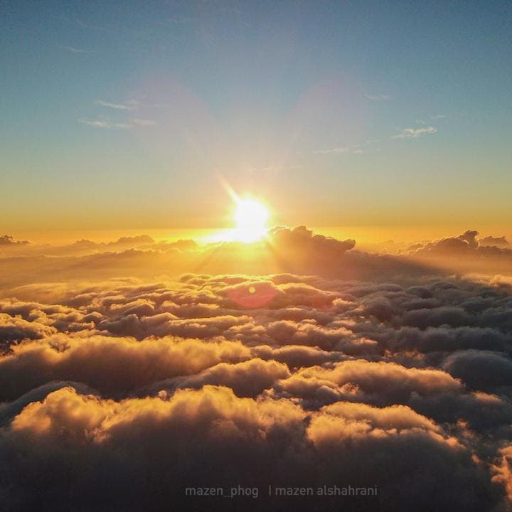 صور شتوية ساحرة من أعلى قمة جبلية بالسعودية