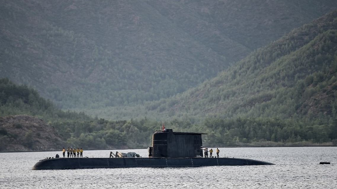 A Turkish navy submarine cruises on September 20, 2017, off the Turkish Naval base of Aksaz in Marmaris. (AFP)