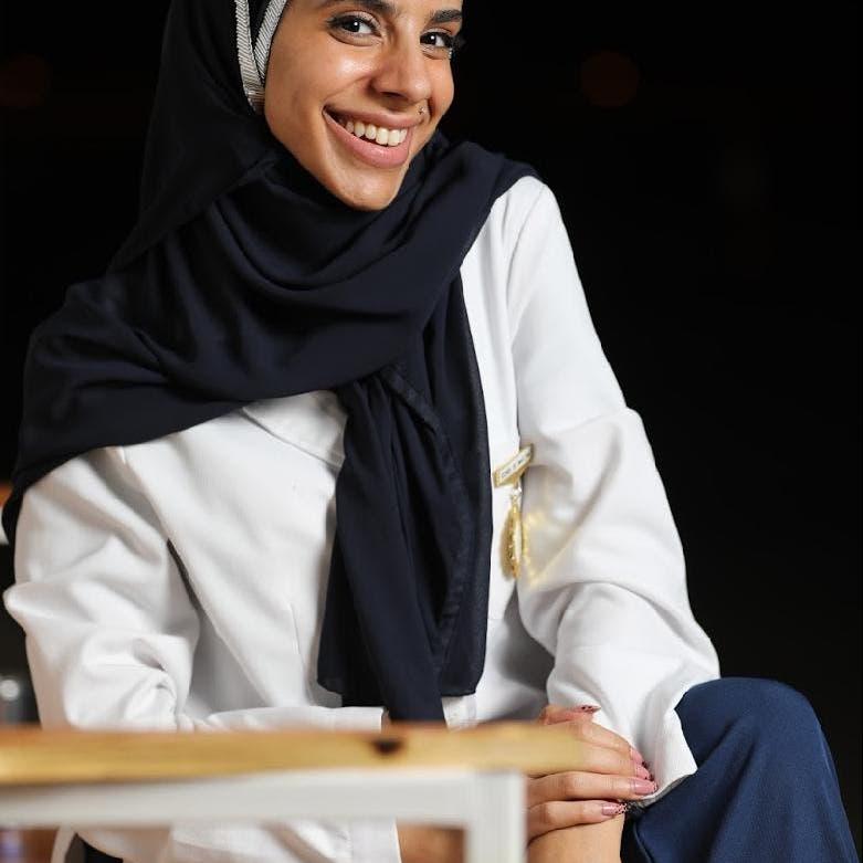 حقنت وزير الصحة السعودي باللقاح.. أخصائية مختبر: خنقتني العبرة