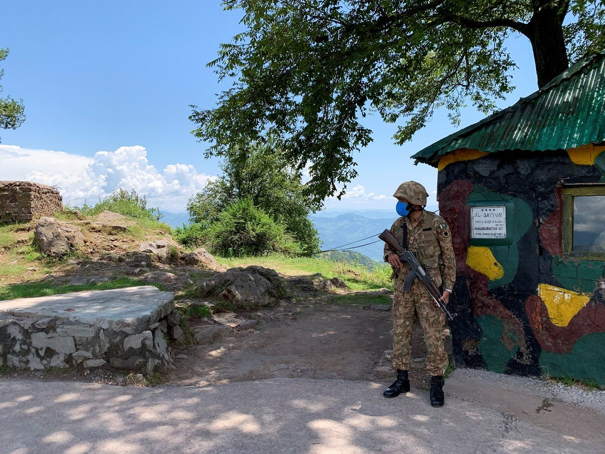 Pakistan Army soldier stands guard at a hilltop post during a trip organised by the army, near the Line of Control (LoC), in Charikot Sector, Kashmir. (File photo: Reuters)