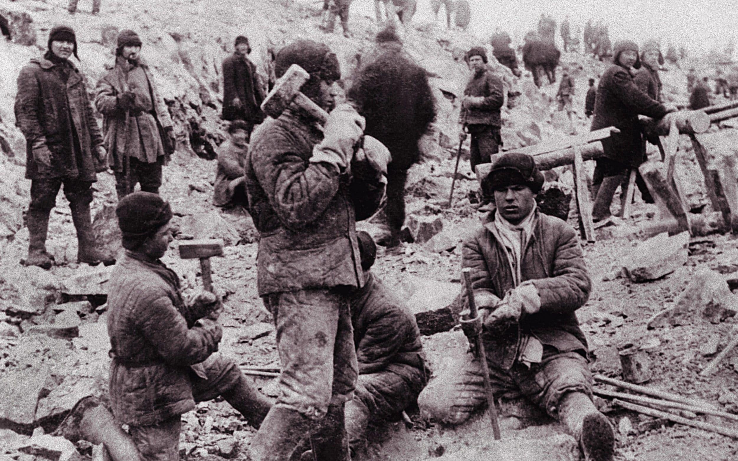 صورة لعدد من المعتقلين بالغولاع السوفيتي
