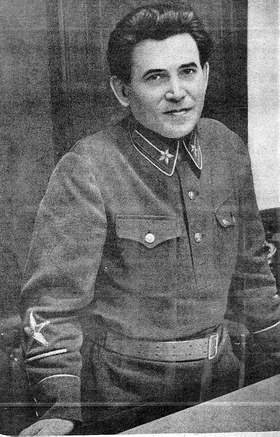 صورة لقائد الشرطة السرية السوفيتية نيقولاي ياجوف