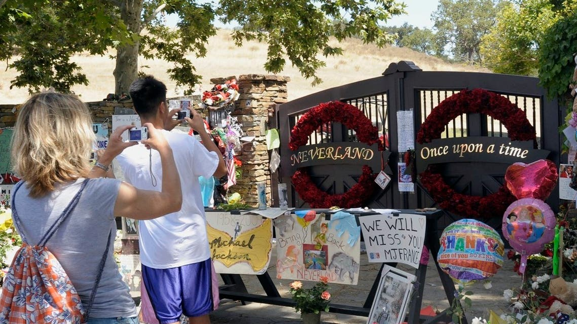 Michael Jackson fans take photos outside Neverland Ranch in Los Olivos, California on July 10, 2009. REUTERS
