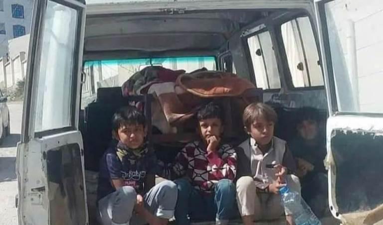 الأطفال بجانب جثة أمهم أحلام العشاري