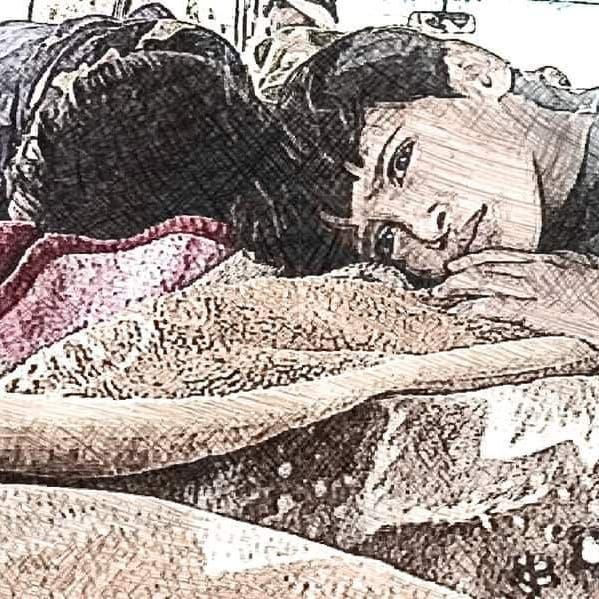 دموع أطفالها لم تجف.. الحوثي يخنق عائلة الأم التي هزت إب