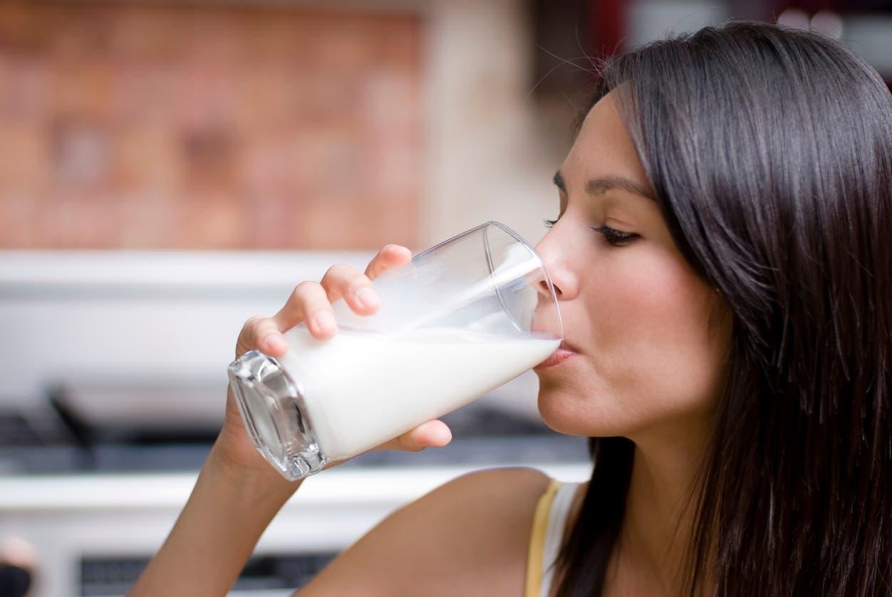 تناول الحليب - تعبيرية