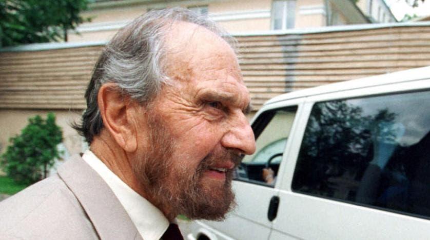 صورة تعود إلى العام 2001 للعميل البريطاني المزدوج جورج بليك