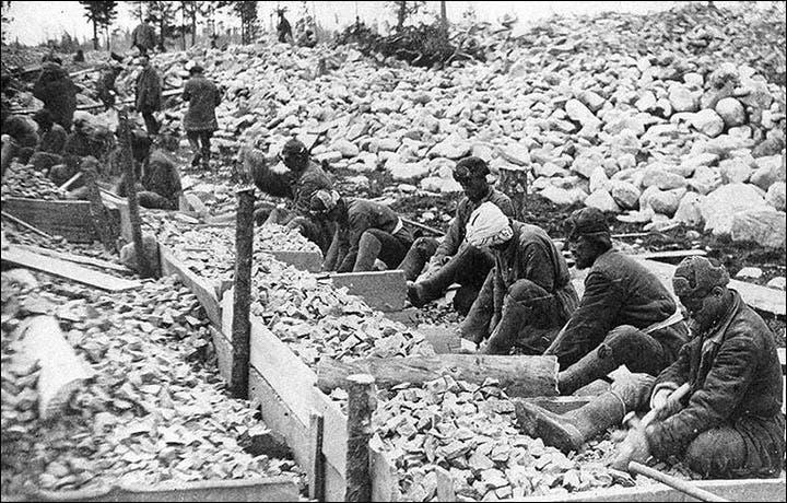 صورة لمعتقلين بأحد معسكرات ستالين