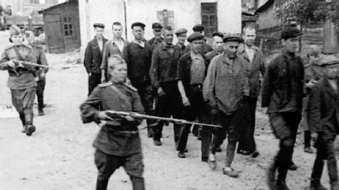 صورة لعملية نقل بعض المعتقلين داخل الغولاغ