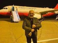 """صورة لفنان تركي يحمل """"بندقية"""" داخل مطار معيتيقة الليبي"""