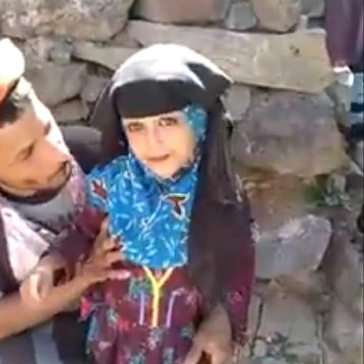 في زمن الحوثي.. أب يمني يبيع طفلته بـ350 دولاراً وبعقد رسمي