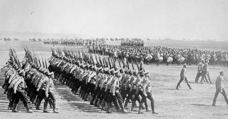 الجيش الروسي القيصري خلال أحد الإستعراضات العسكرية