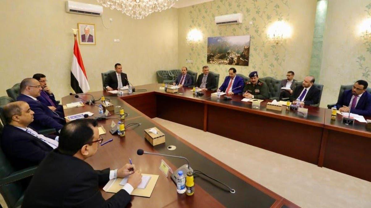 بعد عقدها أول اجتماع بعدن.. الحكومة اليمنية: خبراء إيرانيون أعدوا لاستهداف المطار