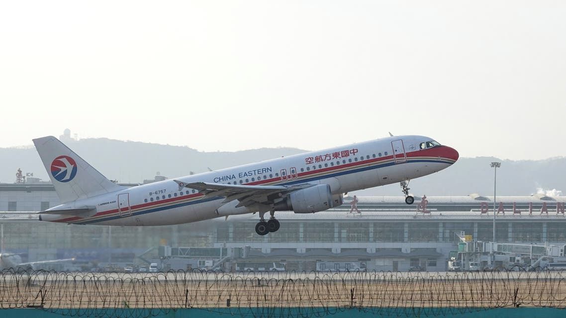 A China Eastern Airlines Airbus A320-200 plane takes off from Dalian airport in Dalian, Liaoning province, China December 3, 2017. Picture taken December 3, 2017. REUTERS
