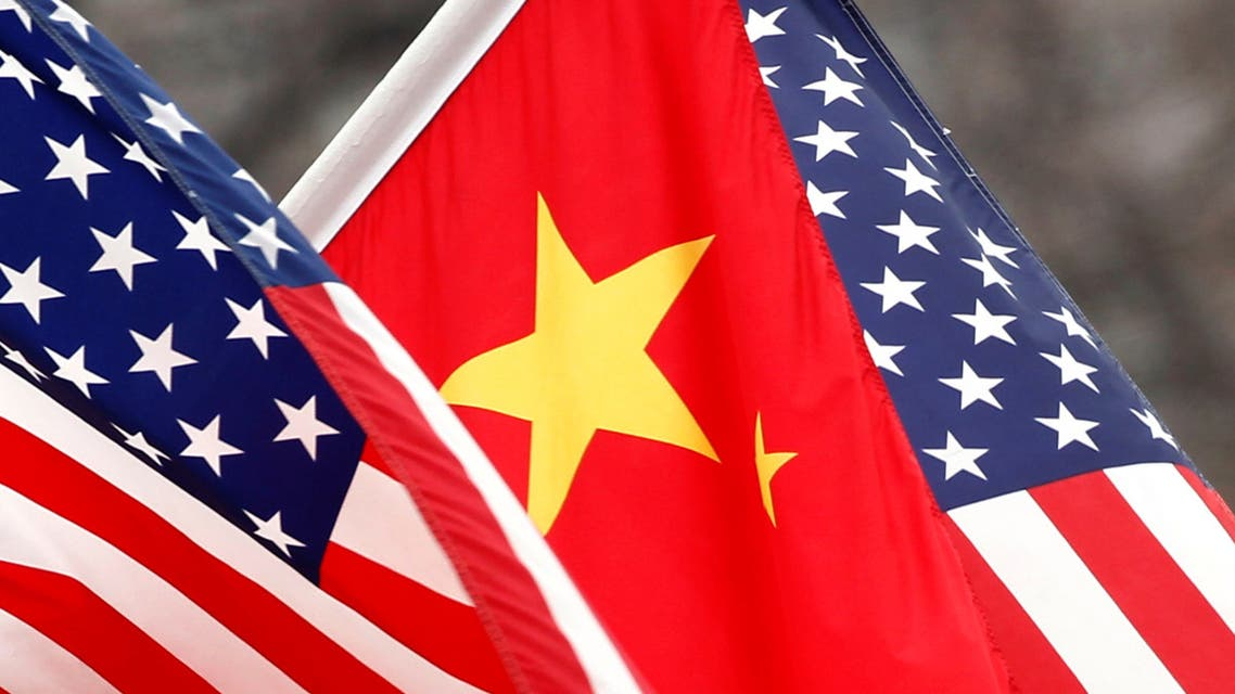 Chinese and U.S. flags fly along Pennsylvania Avenue outside the White House in Washington January 18, 2011. (Reuters)