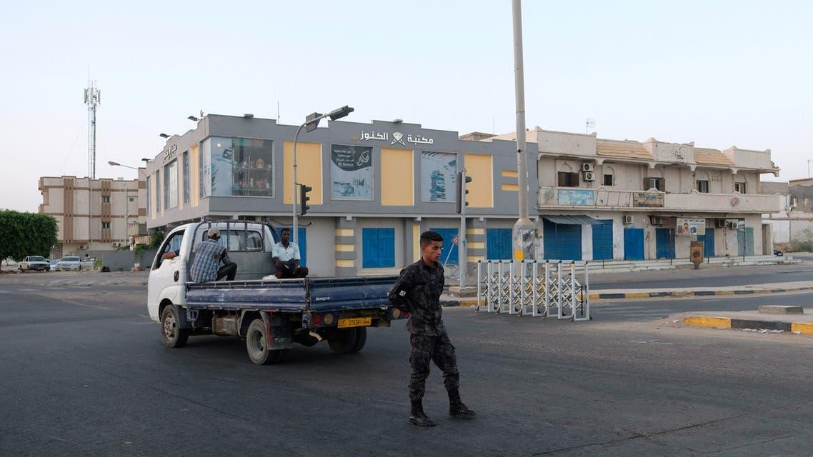 عنصر من الجيش الليبي في مدينة سرت (أرشيفية- رويترز)