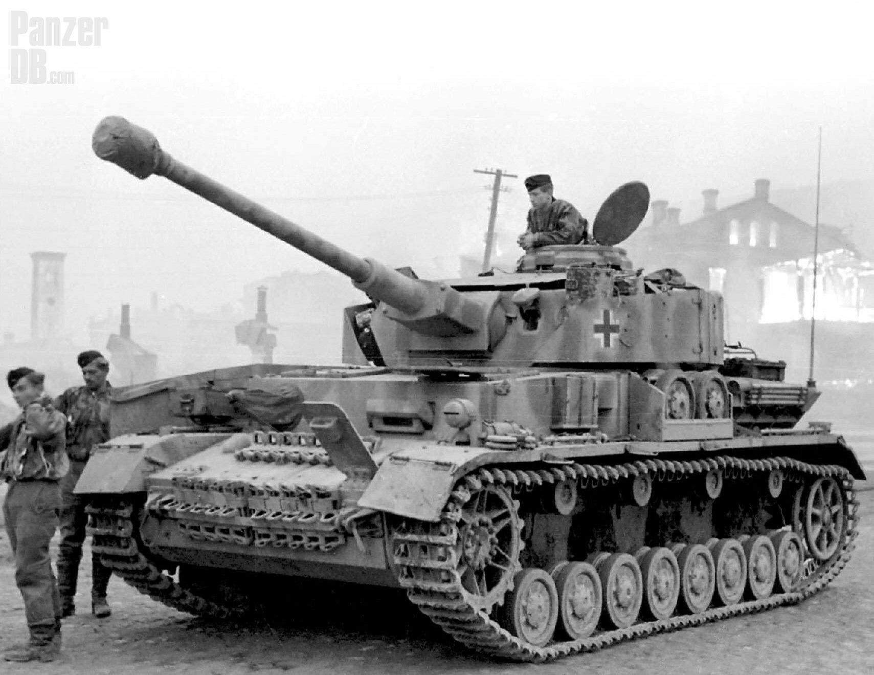 صورة لدبابة بانزر 4 ألمانية
