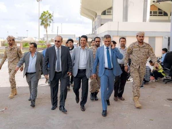 بعد التفجيرات.. أول طائرة تهبط في مطار عدن