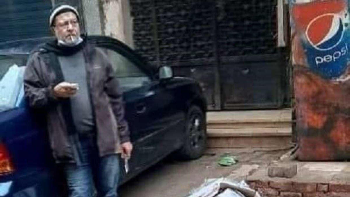 فيديو لمصري يقتل زوجته بالشارع.. وجلس يدخن بجوار الجثة