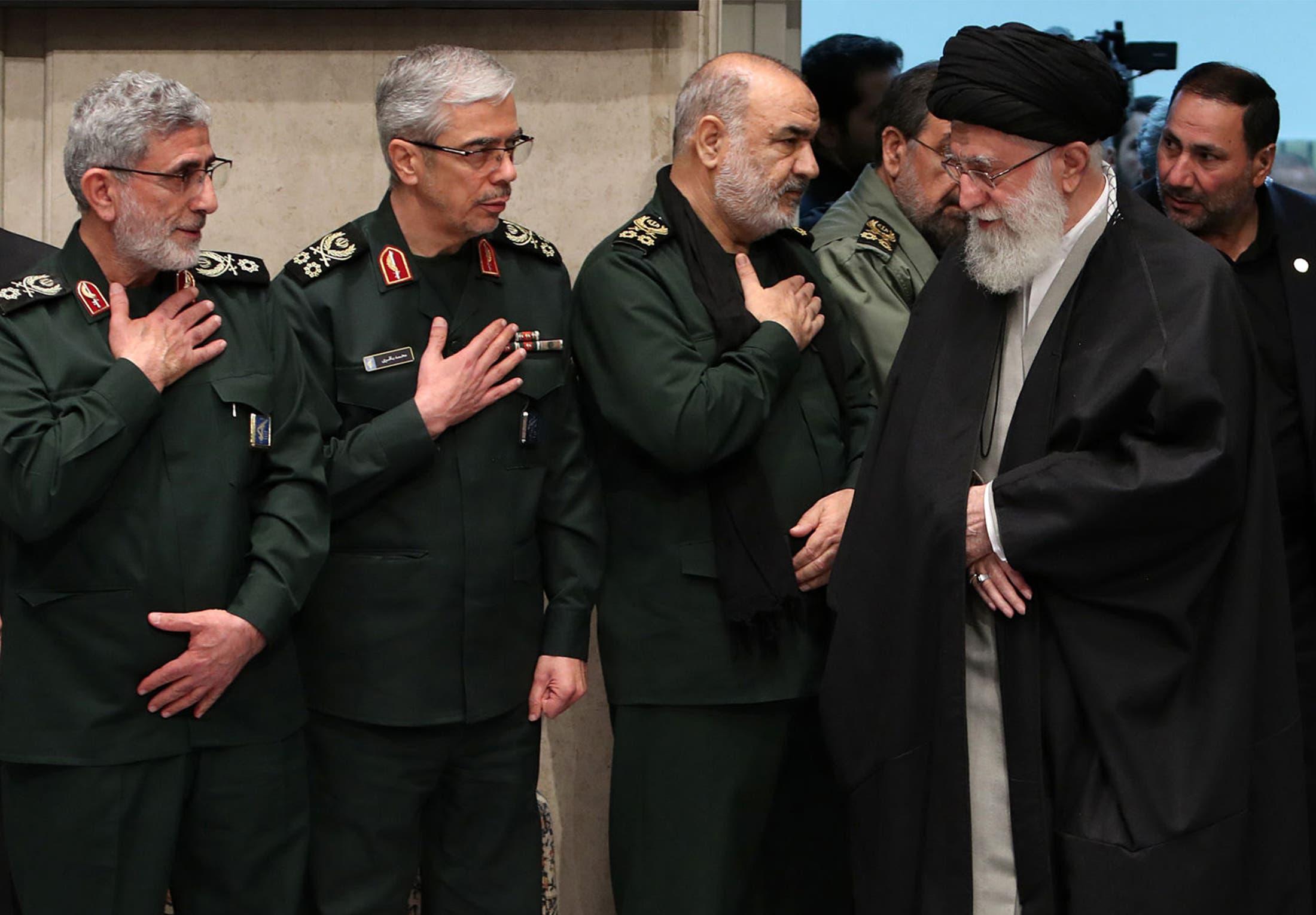 رهبر ایران و فرماندهان ارشد سپاه پاسداران با تسلیت به سلیمانی (بایگانی - فرانس پرس)