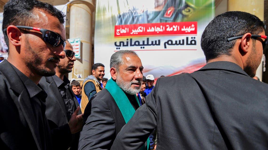 حسن إيرلو مشاركا بالاحتفال الذي أقامته ميليشيات الحوثي في صنعاء بالذكرى الأولى لاغتيال قاسم سليماني (فرانس برس)