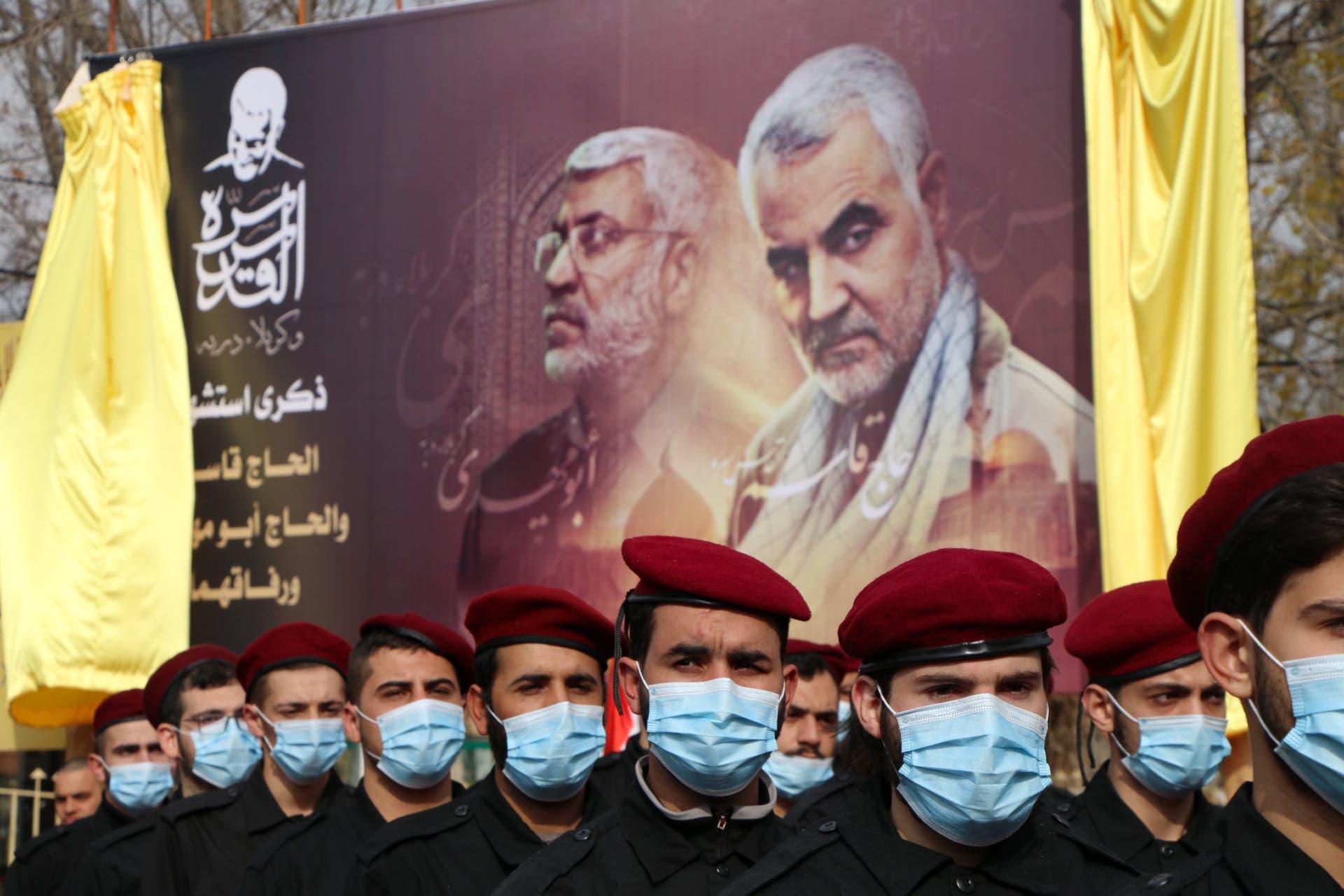 عناصر حزب الله يحيون الذكرى الأولى لمقتل سليماني في البقاع (فرانس برس)