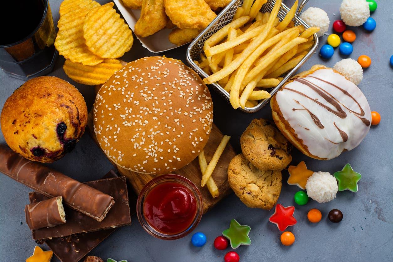 الطعام غير الصحي من العادات الصحية السيئة