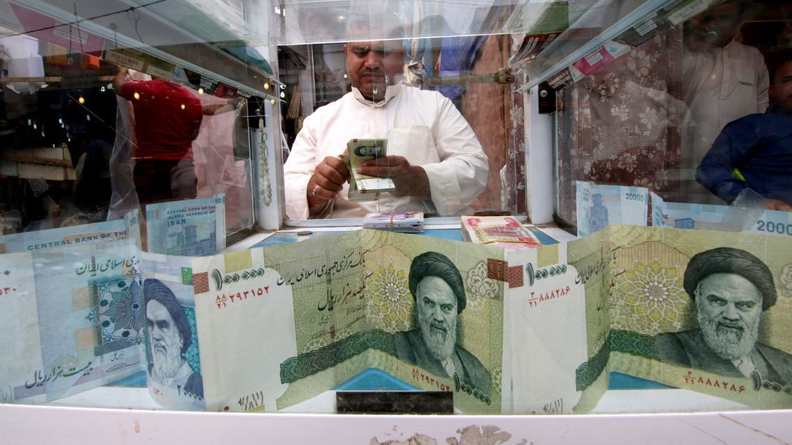 A man counts Iranian rials at a currency exchange shop, before the start of the U.S. sanctions on Tehran, in Basra, Iraq November 3, 2018. (Reuters)