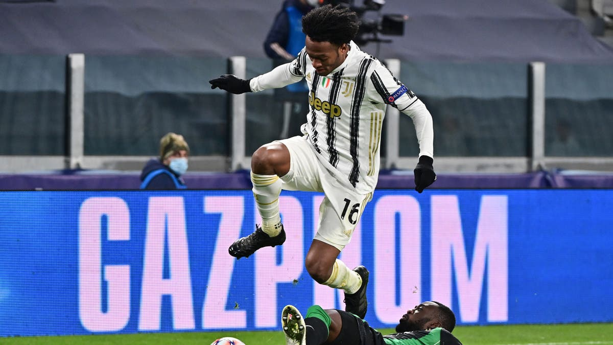 كوادرادو ثاني لاعب من يوفنتوس يصاب بفيروس كورونا