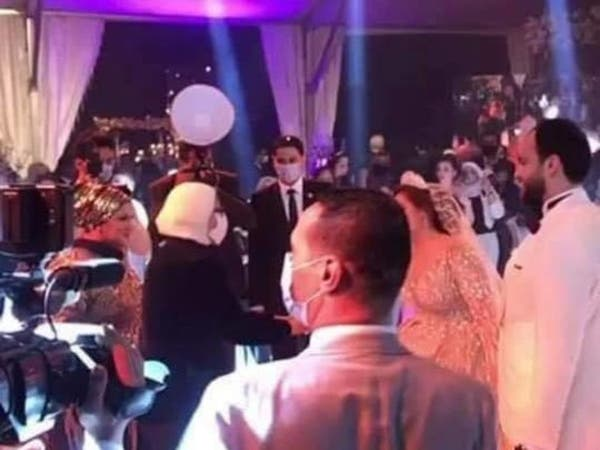 وزيرة الصحة المصرية تضرب عرض الحائط بكورونا فيحفل زفاف