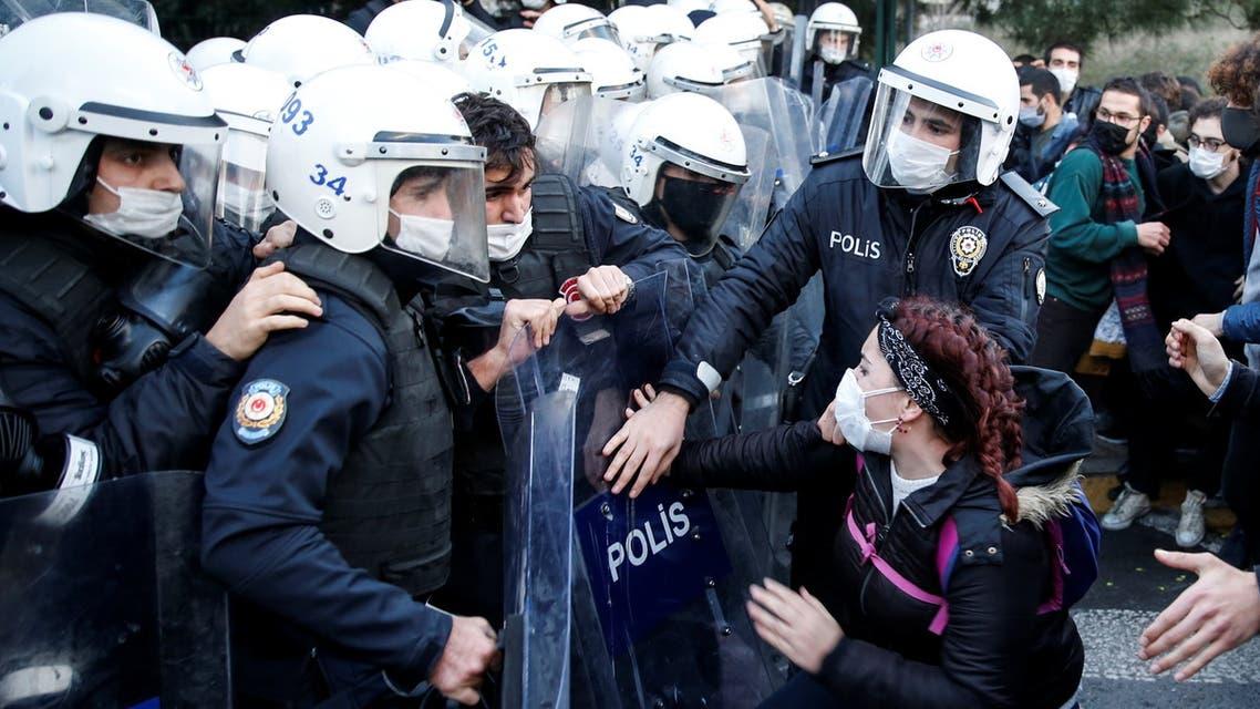 من التظاهرات أمام جامعة البوسفور في اسطنبول الشرطة التركية